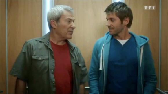 Paco perez comedien français dans un episodes de la série Nos chers voisins sur TF1